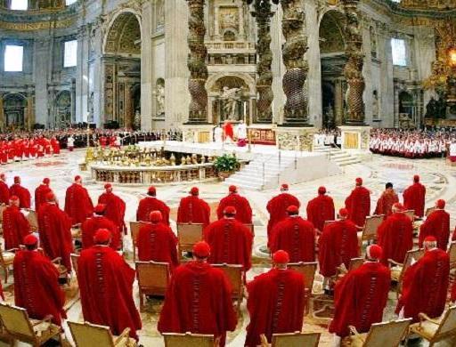 """Papa Francesco ai Cardinali: """"Non dobbiamo esser tentati di stare con Gesù senza voler stare con gli emarginati. Gli uomini della Chiesa non possono allontanare gli emarginati, isolandosi in una casta che nulla ha di autenticamente ecclesiale""""."""