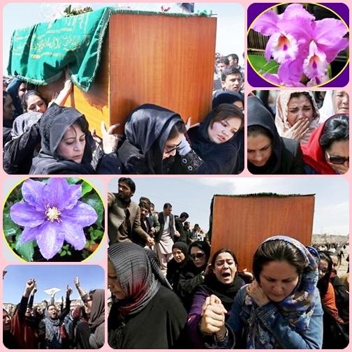 Kabul - La bara di Farkhunda, lapidata da uomini col pretesto religioso, è portata verso la tomba di famiglia da spalle femminili: una provocazione al rigido cerimoniale funebre che prevede che siano solo gli uomini a farlo.