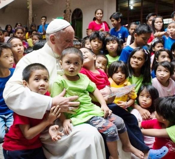 I bambini abbandonati, poveri tra i poveri, sono le vittime più vulnerabili della nostra società. Ma rimangono per noi maestri di gioia (Papa Francesco).
