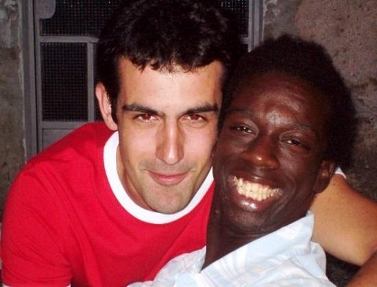 Ci sono incontri che cambiano la vita. Come quello tra Luca Picariello e Sedeki, un ragazzo ruandese disabile, che è diventato più che un amico: quasi un fratello adottivo. Ecco la bella storia di un giovane profugo ruandese disabile accolto da un ragazzo del Nord Italia.