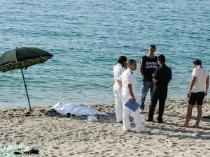 Il cadavere sulla spiaggia