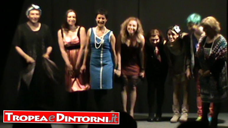 Commedia noir di Robert Thomas, 8 donne e un mistero