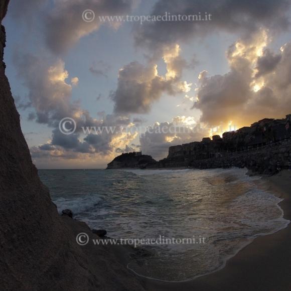 """Queste sono le sole foto che vorrebbe pubblicare Libertino """"Alba a Tropea"""""""