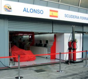 La Ferrari di Alonso ai box  - foto Grillo
