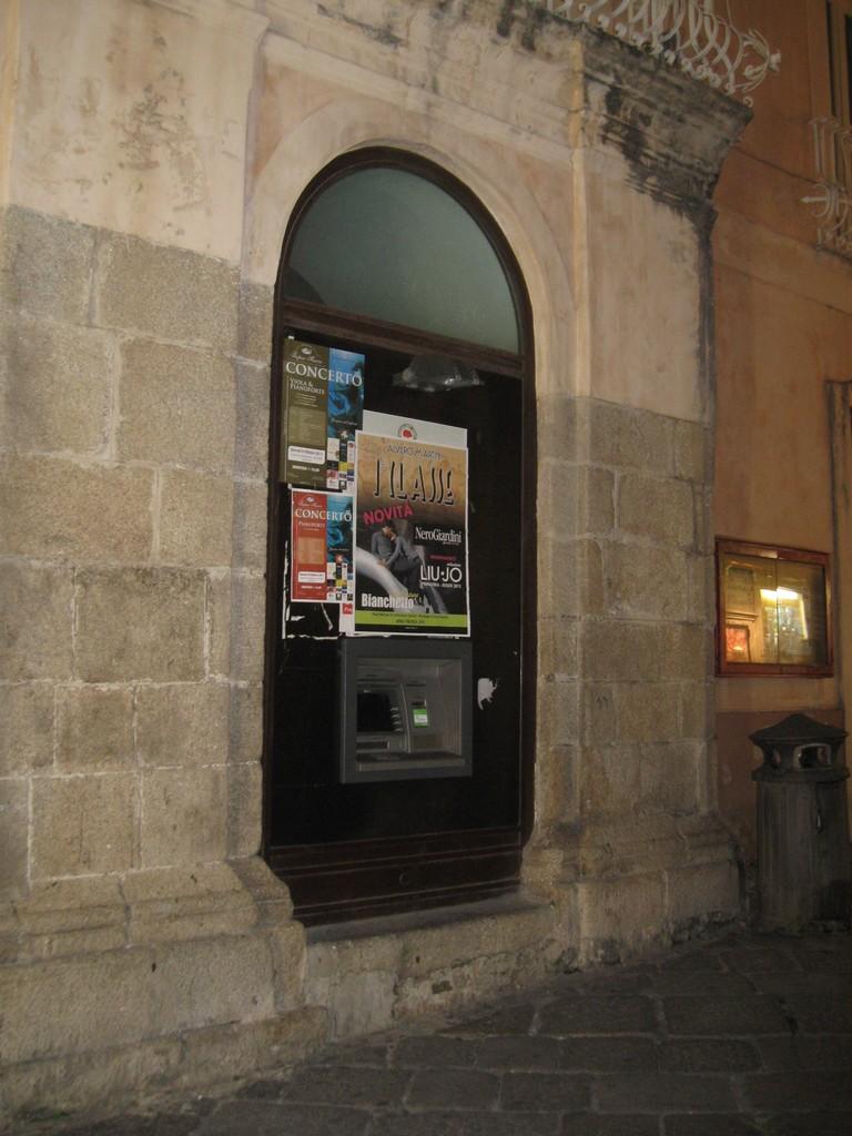 """Tentato furto al Bancomat della """"Casina"""" – Tropeaedintorni.it 489d85e1b5d"""