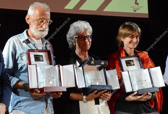 I tre autori finalisti 1) Antonio Moresco (con il suo libro La lucina) 3) Sandra Petrignani (con Marguerite)– 2) Chiara Valerio (con Almanacco del giorno prima) - foto Stroe
