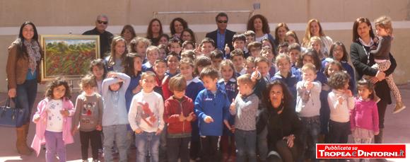 I piccoli studenti dell'asilo e della scuola elementare del plesso scolastico di Parghelia