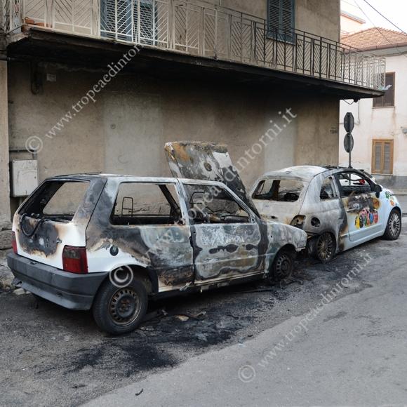 Le due autovetture in Viale Tondo a Tropea - foto Libertino