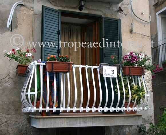 Uno dei balconi fioriti iscritto al concorso - foto Libertino