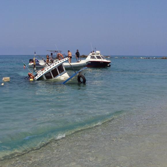 Motopeschereccio della marineria tropeana vittima di un incidente