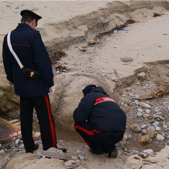 """Carabinieri durante le verifiche nel torrente """"Annunziata"""","""