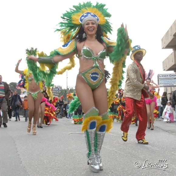 Un immagine di archivio del carnevale 2011 - foto Libertino