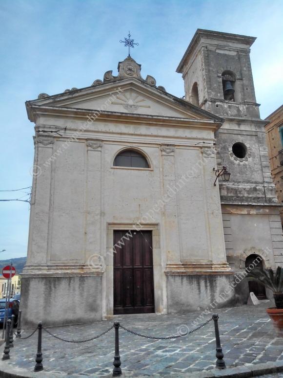 La Chiesa di San Michele Arcangelo, risalente al XIX secolo, più conosciuta come Chiesa del Purgatorio a Tropea - foto Libertino