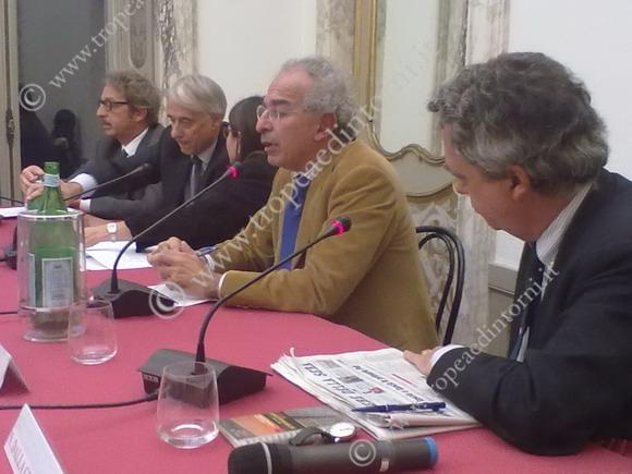 S. Pareglio, G. Pisapia, Gad Lerner e Nando Dalla Chiesa al tavolo dei relatori – foto A. Grillo