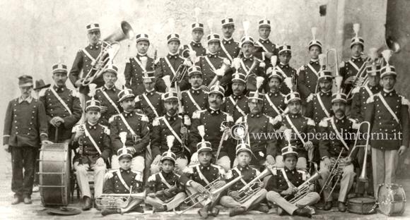 """Il Complesso Bandistico """"Città di Tropea"""" in una foto del 1906"""