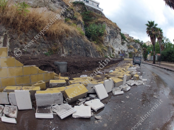 Il muro crollato - foto Libertino