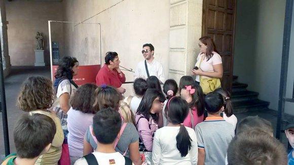 Un momento della giornata che Dario Godano ha dedicato ai bambini delle scuole tropeane