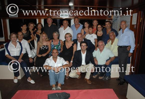 Foto di gruppo dei soci tropeani, al centro, in alto, il Presidente Natale Crai - foto Libertino