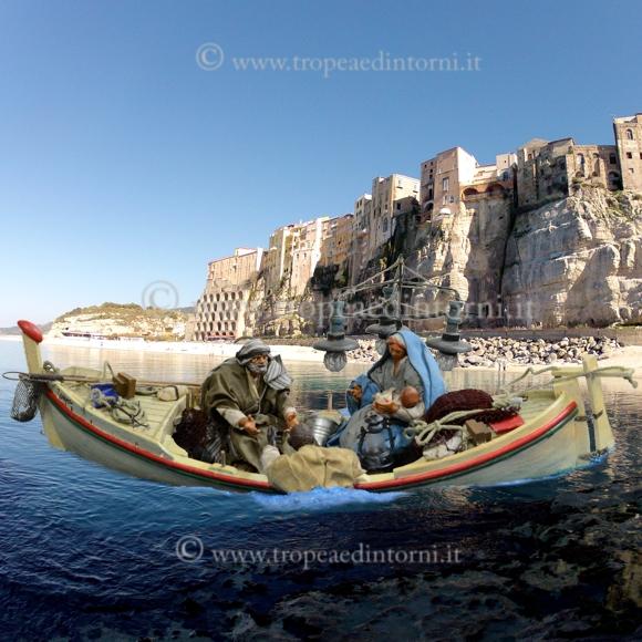 Fotomontaggio del presepe con lo sfondo di Tropea - foto Libertino
