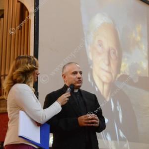 La giornalista Angela Altomare con il Postulatore Enzo Gabrieli - foto Stroe