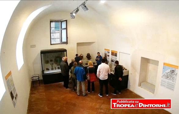 Nel Museo Diocesano con lo storico e archeologo Dario Godano - foto Del Duce