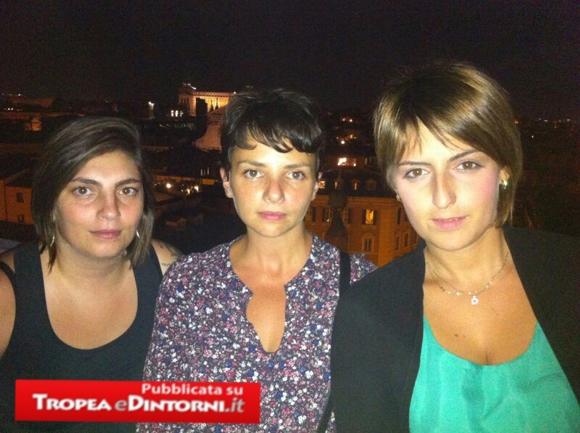 Laura Castelli, Edera Spadoni, Dalila Nesci sul tetto di Montecitorio