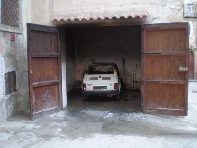 Fiat 126 parcheggiata in un garage in via Pietro Vianeo (foto Carmelitano)