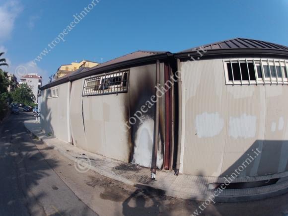 Ordigno rudimentale esplode durante la notte a Tropea - foto Libertino