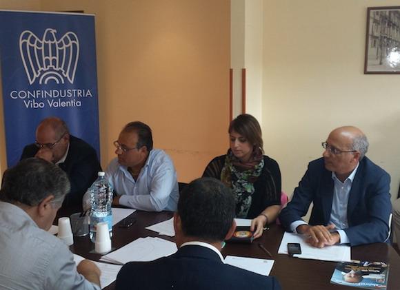 L'incontro fra industriali e politici nella sede di Confindustria di Vibo Valenzia