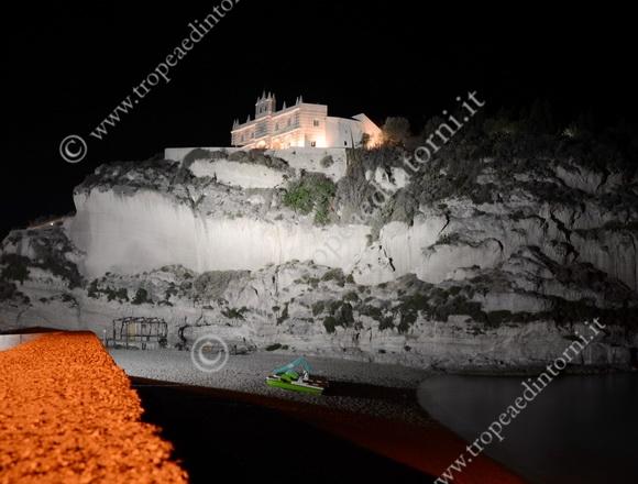 L'Isola di Tropea illuminata - foto Libertino