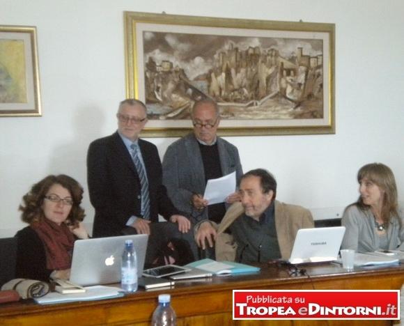 """Il Vicesindaco di Tropea Massimo L'Andolina con alcuni responsabili del progetto """"EC2"""" – foto Apriceno"""
