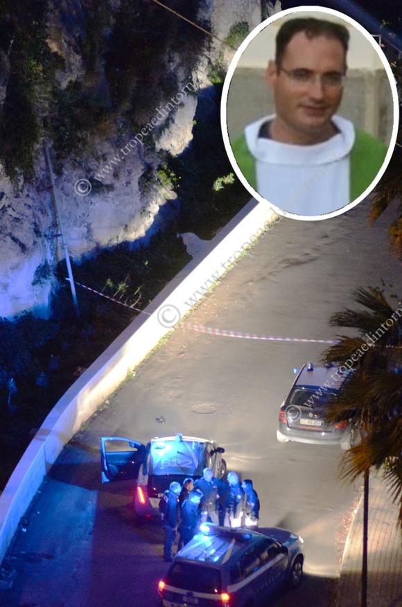 Sgomento nella comunità tropeana per la notizia dell'improvvisa morte di padre Aldo Lamanna, parroco della SS. Annunziata - foto Libertino