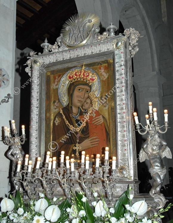 La Madonna di Romania, Patrona della città e della diocesi Mileto-Nicotera-Tropea - foto Libertino