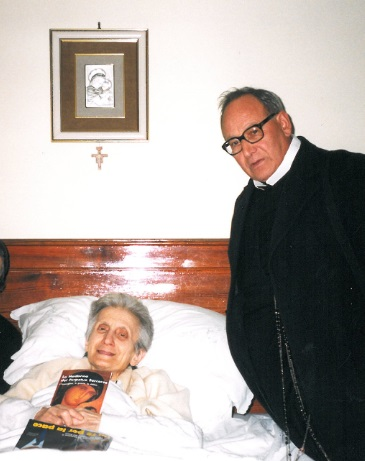 P. Mosè in visita agli ammalati nella missione di Santa Lucia di Serino (AV).