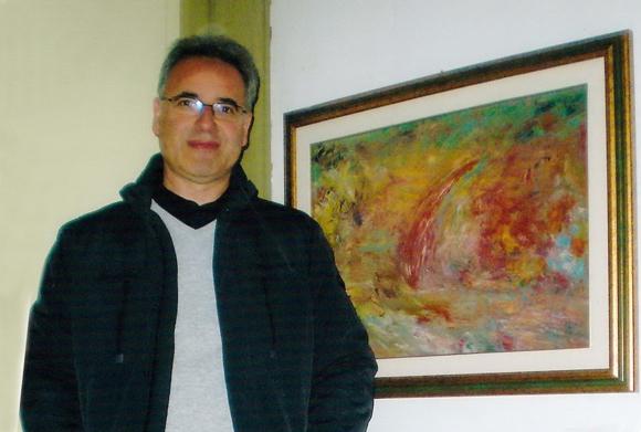 """Francesco Naccari accanto alla sua opera """"In mezzo alla tempesta"""""""