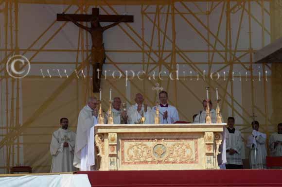 Papa Francesco a Cassano - foto Libertino