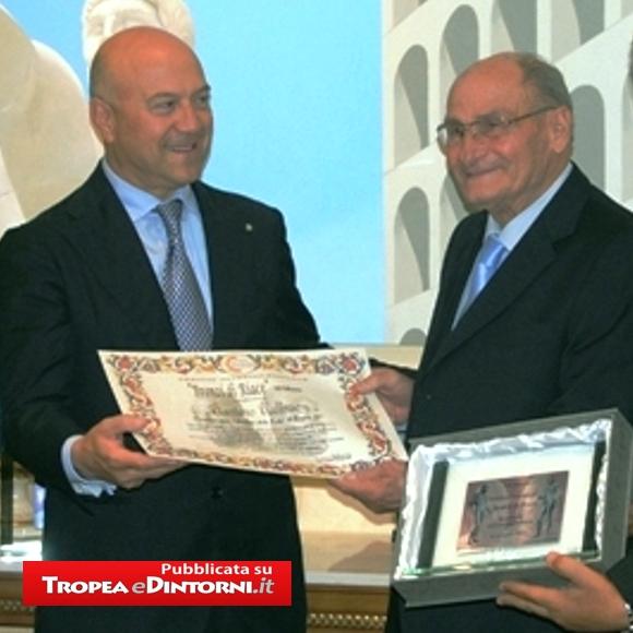 Il Sindaco di Tropea Gaetano Vallone riceve il premio a Monaco