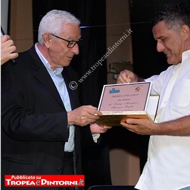 Pugliese Grancesco, ritira il premio Don Ignazio Toraldo di Francia - foto Stroe