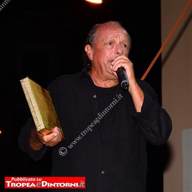 Ritira il premio il figlio Prof. Pasquale Lorenzo - foto Stroe