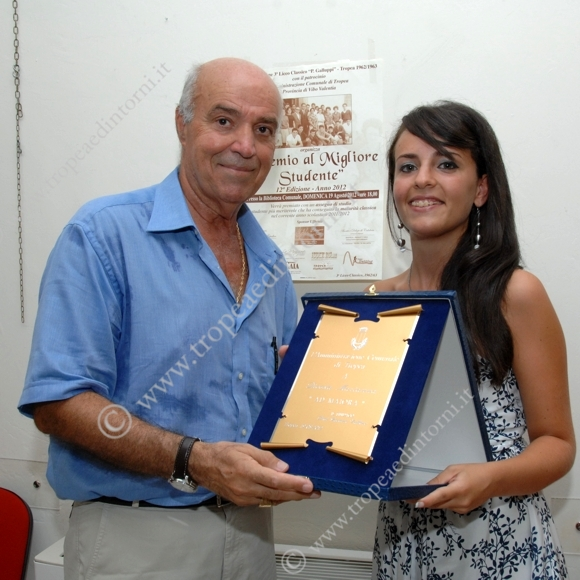 Francesco Simonelli premia Marianna Dicosta - foto Libertino