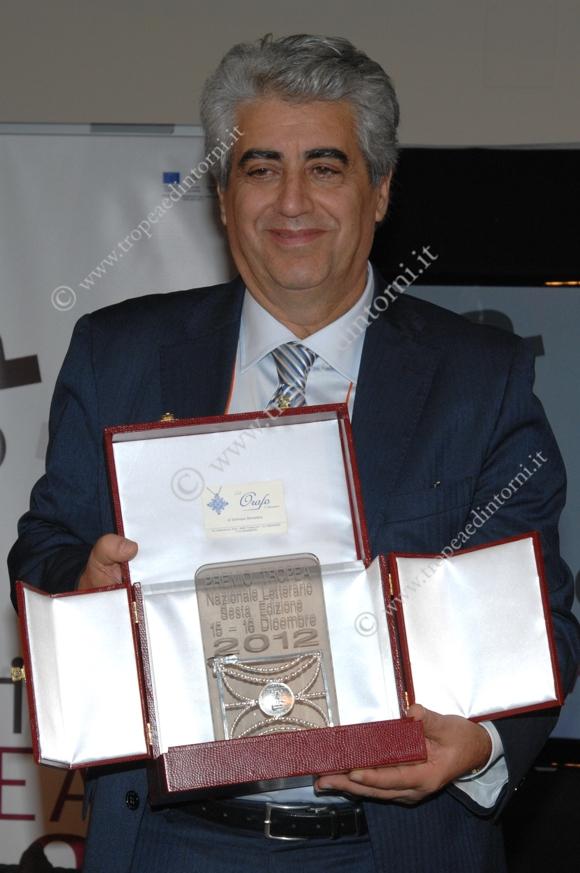 """Mimmo Gangemi il vincitore della VI edizione del """"Premio Tropea"""" - foto Libertino"""
