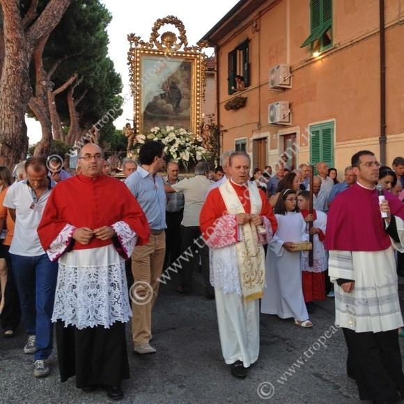 In processione l'effigie della Madonna di Portosalvo - foto Sicari