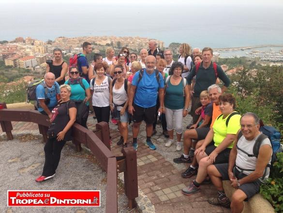 Foto di gruppo del Primo raduno a Tropea dei pellegrini del Cammino di Compostela
