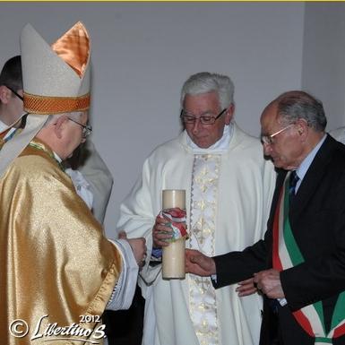 Il Vescovo Renzo, Don Ignazio Toraldo, il Sindaco Gaetano Vallone - foto Libertino