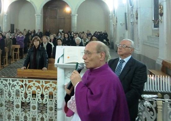 Il parroco, canonico don Francesco Muscia, in una celebrazione in onore del Santo.