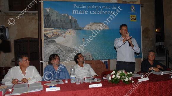 Scopelliti al tavolo dei relatori - foto Libertino