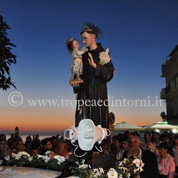 Tropea, Sant'Antonio di Padova in processione  - foto Libertino