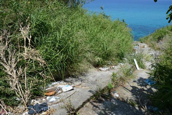 """Gradinata che porta alla, """"Spiaggia dell'Occhiale"""", totalmente deturpata - foto Libertino"""