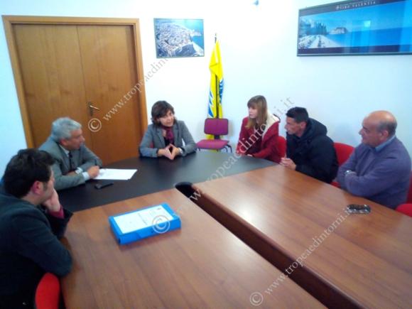 Alcuni cittadini ricevuti a palazzo Sant'Anna dai Commissari Prefettizi Colosimo e Fuoco - foto Libertino