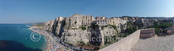 Tropea veduta dal Santuario di Santa Maria Dell'Isola - foto Libertino